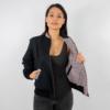 Wendejacke für Damen in schwarz mit schwarz weiß gestreifter Innenseite