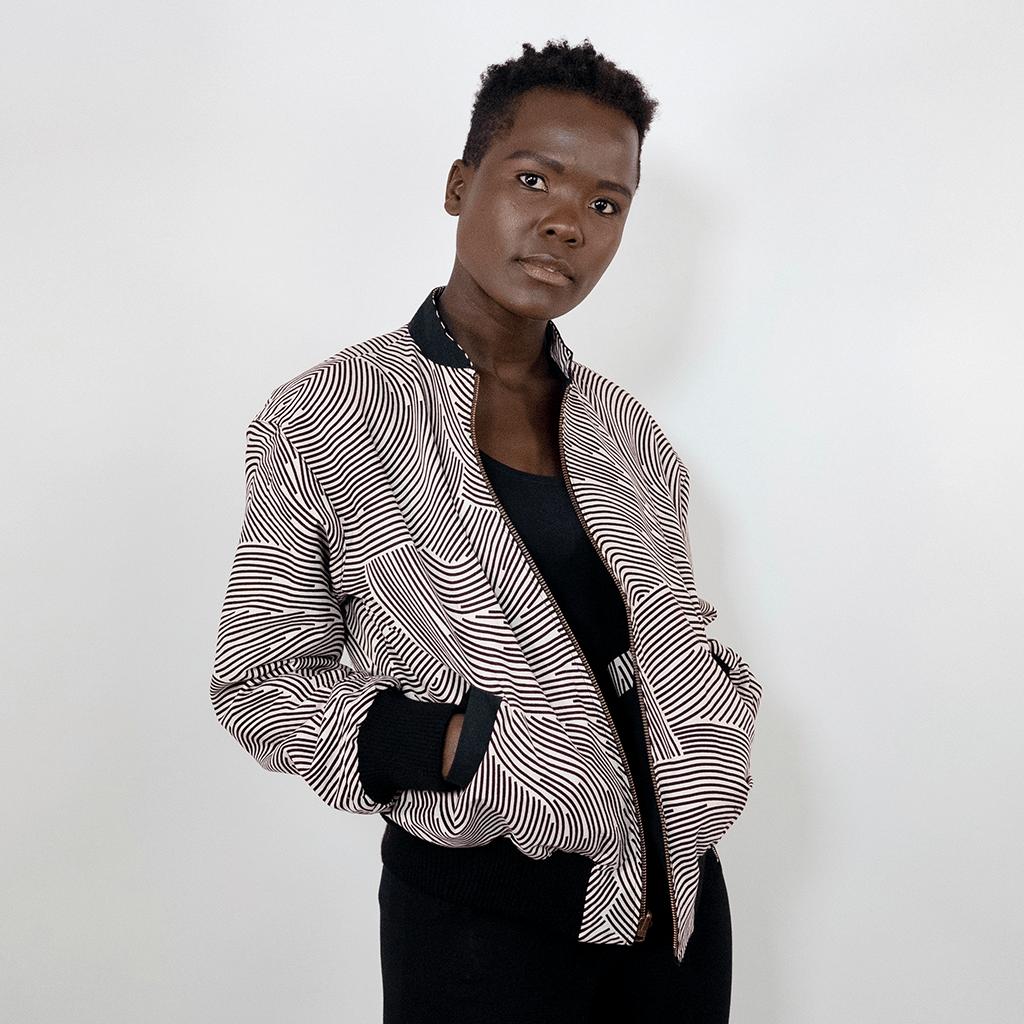 Wendejacke für Damen mit schwarz weißen Streifen und schwarzer Innenseite