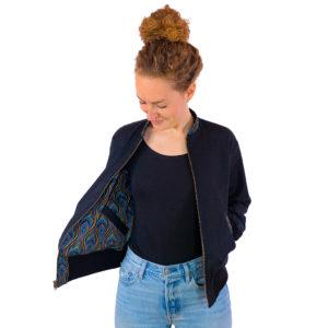 Schwarze Wendejacke für Damen mit blau-gelber Innenseite