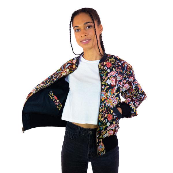 Bunte Wendejacke mit floralem Muster für Damen mit schwarzer Innenseite